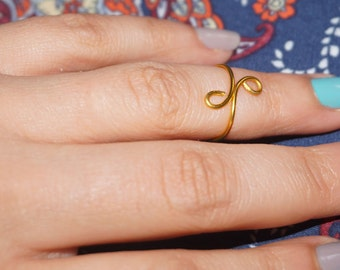 Pretty wire midi ring Gold Ring Worldwide Shipping