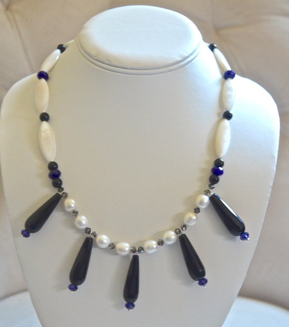 "18"" Black and White Necklace"