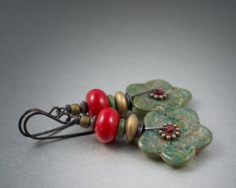 glass flower earrings • boho earrings • hippie earrings • summer • festive • rustic flower earrings • Czech glass • cherry red • entre2et7