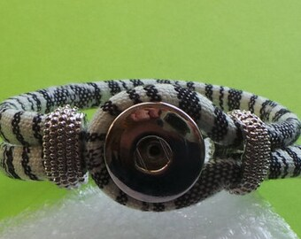 Black and White Loop Bracelet for 18mm Snap (not included). Fits average wrist. We can adjust size of bracelet.