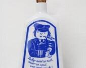 Vintage Porzellan Flasche Likör Schnaps Matrose Maritim Rostock Ostsee DDR blau weiß Kümmel 70er MV