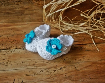 Crochet white baby booties, knitted baby shoes, crochet baby booties, newborn girl cute booties, hand knitted baby clothes