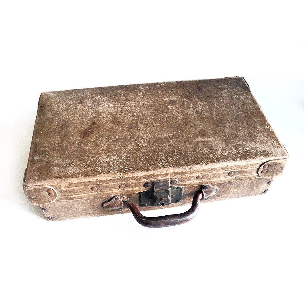 valise ancienne en peau de porc tann e valise de voyage. Black Bedroom Furniture Sets. Home Design Ideas