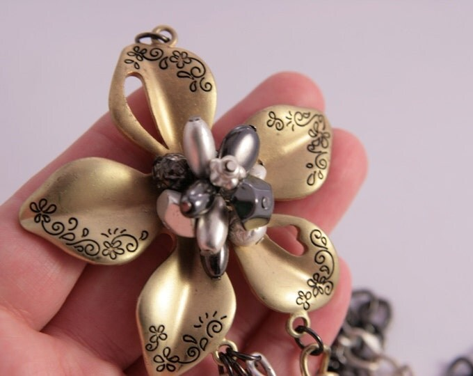 Lariat Flower Necklace Gold Silver Black Large Rose Fashion Necklace Pendant