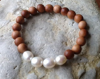 Sandalwood and Freshwater Pearl Stretch Bracelet