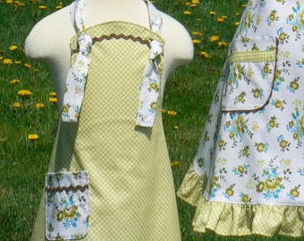 Feed Sack Floral child's  Apron size 5 to 6 Ready to Ship