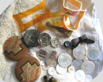 Antique Buttons Lot Art Deco Celluloid Fabric Dress Ornament Mother Of Pearl Baby Blanket Clips Destash Buckles Assemblage Victorian