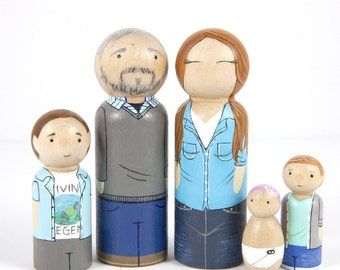 Custom Gift - Personalized Peg Doll Family - Custom Family Portrait - Dollhouse Family - Birthday Gift - Peg Dolls - Family Gift - Heirloom