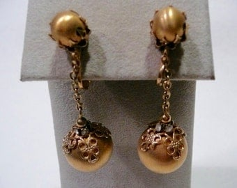 Vintage Groovy Vendome Clip On Gold Tone Drop Earrings