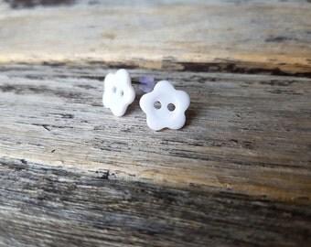 ON SALE White Flower Earrings, Button earrings, Button stud earrings, flower earrings, Bridesmaid earrings, Bridal studs, floral earrings