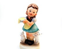 Vintage Girl With Cats Figurine I'm Hungry NAPCO, Hummel Style  Figurine Girl Feeding Kittens, Mid Century Porcelain Figurine Cat Lover Gift