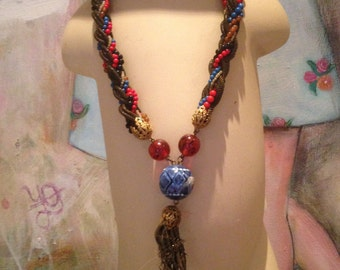 Very lovely vintage glass, resin,bronze and pottery necklace
