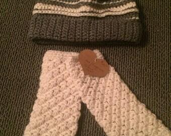 Crochet Hat and Fingerless Gloves