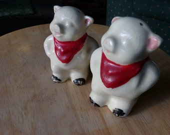 Vintage Shawnee Pottery salt and pepper shakers, vintage pig salt and pepper shakers, vintage pig shakers