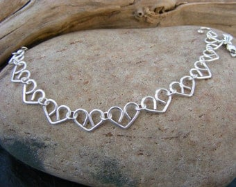 Little hearts bracelet in silver.
