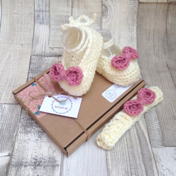 Baby booties,  Mary Janes headband set, Girls ballet shoes, Baby pumps,Baby mary Janes, Crochet booties, Crochet shoes,Photo prop, newborn