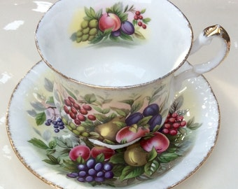 Paragon Marlborough Series Pedestal Teacup and Saucer