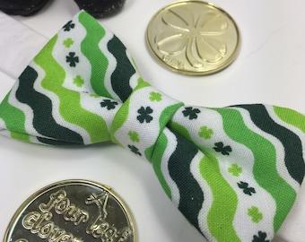 Shamrock bow tie. St patricks day bow tie. Clover bow tie. Green clover bow tie.