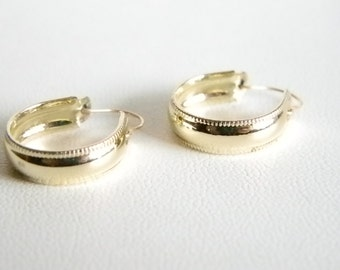 Small Silver Tone Hoop Pierced Earrings with Ribbed Edging