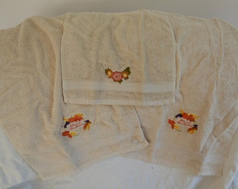 Embroidered Thanksgiving hand towels