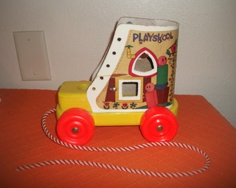 Vintage Playskool Old Lady That Lived In A Shoe Shape Sorter Pull Toy VERY NICE!