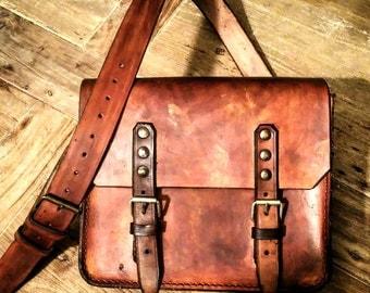 Messenger bag in aged leather 4 mm. Vintage style.