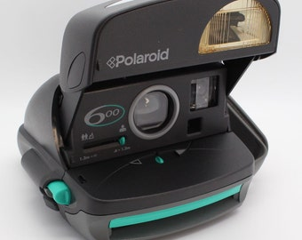 Polaroid 600 Instant Camera with box and manual- Tested & VGC - Perfect for parties and weddings