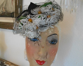 Fabulous 1940's Tilt/ Toy Hat/Fasinator with Daises and Netting
