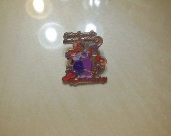 Red Hat Society Pin (Friends are the Best Collectibles!)