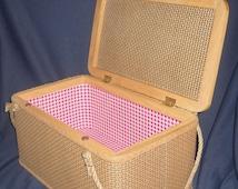 Redmon Picnic Basket, Rope Handles, Fantastic, Near Mint Condition!