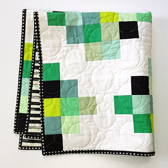 Pieced Heirloom Stroller Quilt - Medallion in green - READY-to-SHIP