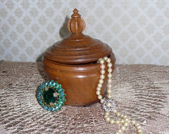 Beauteful Jewelery Wooden Box    Wooden box Round   Jewelry box  Ring box  schatulle Wood boxes Holz dose