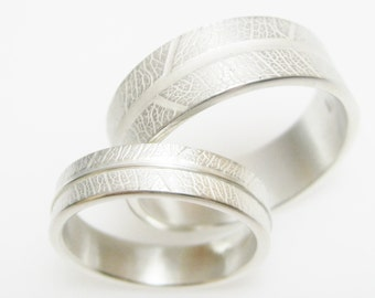 Silver wedding rings with embossed leaf structure