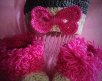 Baby hat-booties set/ baby gift/ Crochet Baby Set/ Baby Uggs style/Hand made set