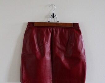 Vintage red leather mini skirt!