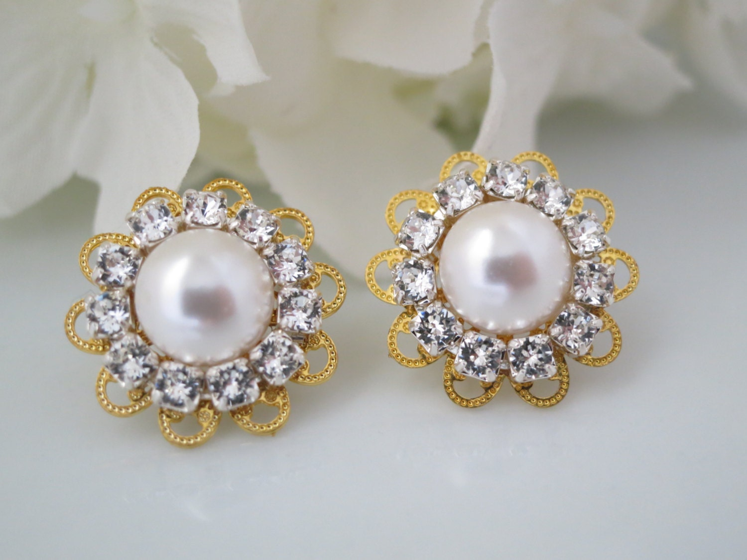 Gold filigree bridal post earring, Swarovski rhinestone and pearl earring, Vintage style earring, Bridesmaid earring