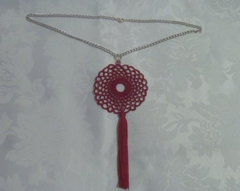 Necklace with red crochet indio and Pearl White glass beads