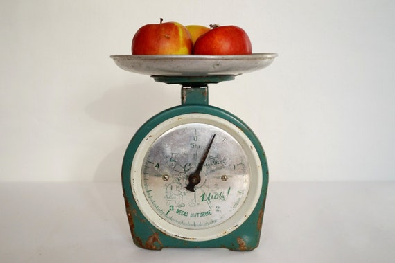 Old scales kitchen scale family scale vintage scales metal for Rustic kitchen scale