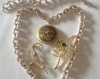 French summer chains and jewels