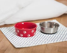 Pet feeding placemat - 36 x 44cm (14''x17'') - Water Resistant Pet Food Mat