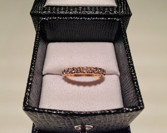 Wedding band, 14K gold and diamond, fully hand sculpted.