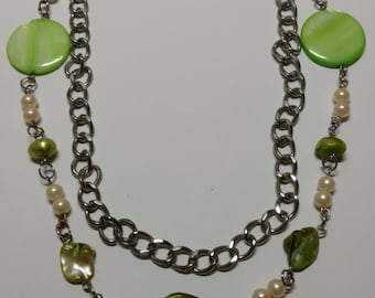 Green shell and chain necklace