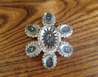 Juliana D&E Clear German Molded Art Glass Brooch 0511
