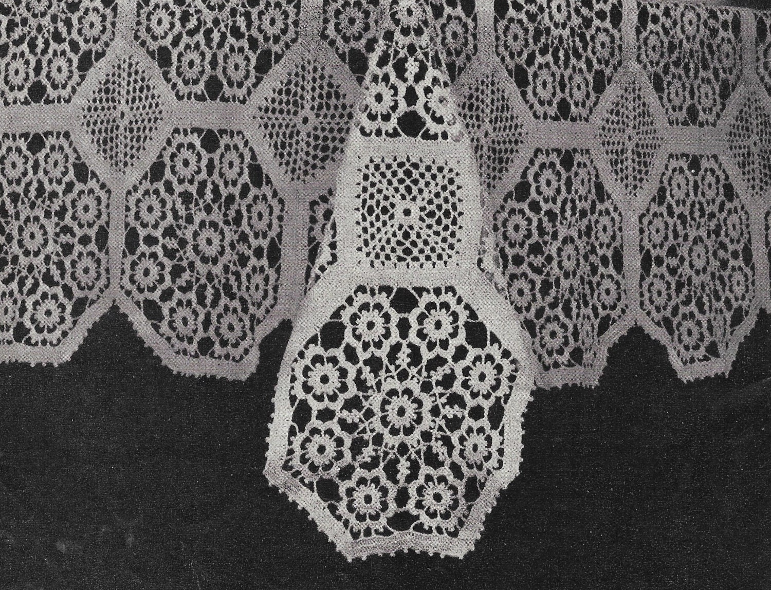 Crochet tablecloth pattern crochet tablecloth vintage pattern this is a digital file bankloansurffo Gallery