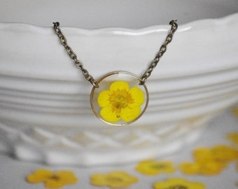 Pressed Butterblume Circle necklace Crewneck necklace Real buttercup Resin pendant Nature pendant Gift idea original yellow flower