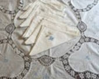 Beautiful Large oblong vintage tablecloth