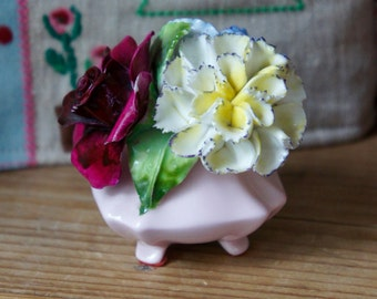 Beautiful Small Vintage Kew Royal Floral Bone China Flower Posy In Pink Pot