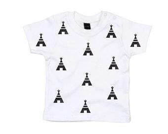 Baby T-shirt tipi print