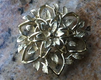 Sarah Coventry flower pin