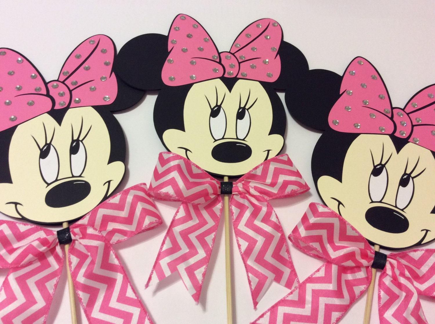Minnie mouse pink bow and rhinestones centerpieces